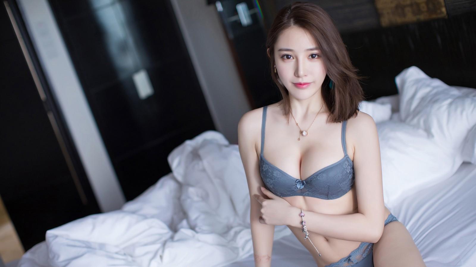 刘奕宁Lynn 性感文胸美女壁纸
