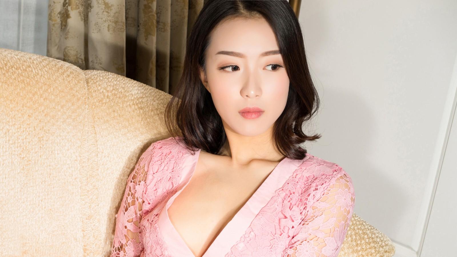小羽 粉色睡衣美女2k壁纸
