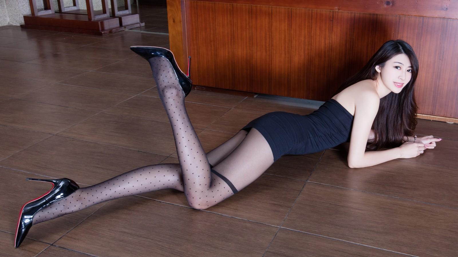 腿模Flora黑色丝袜美腿壁纸